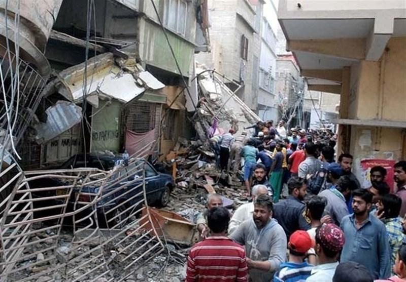 فرو ریختن یک ساختمان در کراچی 19 نفر را به کام مرگ کشاند