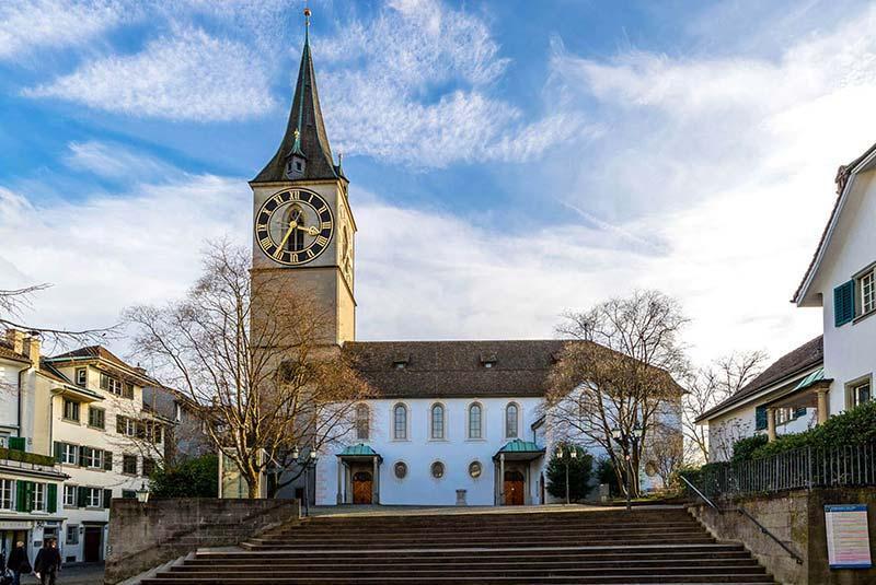 کلیسای سنت پیتر زوریخ با بزرگترین صفحه ساعت در اروپا