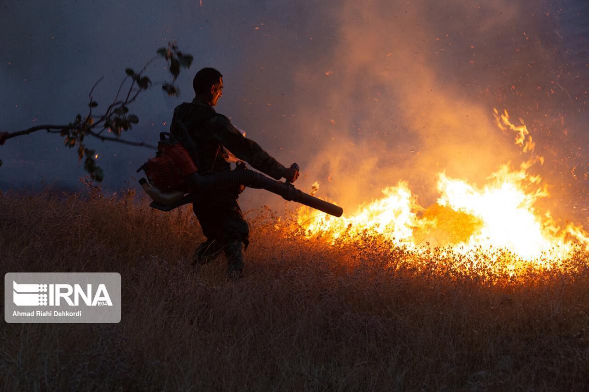خبرنگاران آتش در مراتع بخش سوسن ایذه شعله ور شد