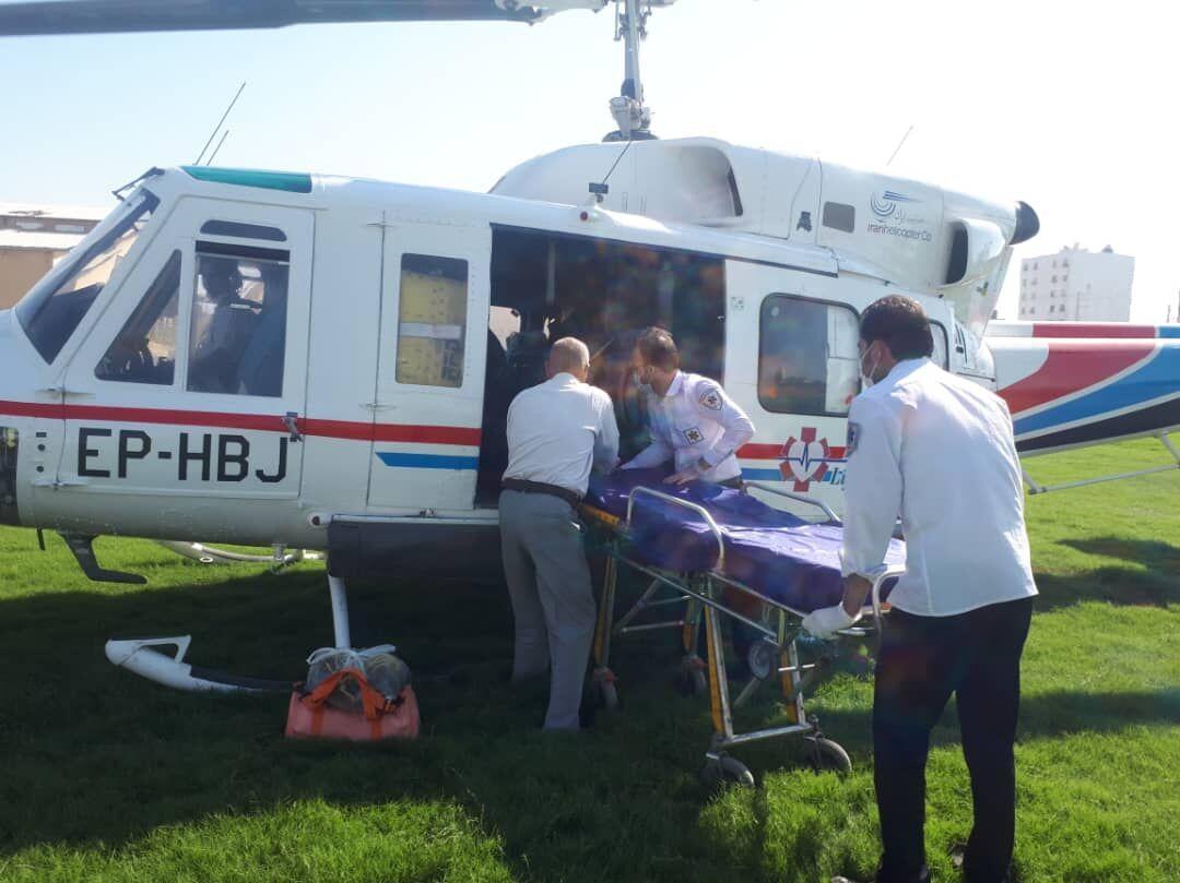 خبرنگاران یک زخمی حادثه رانندگی میبد با بالگرد به یزد اعزام شد