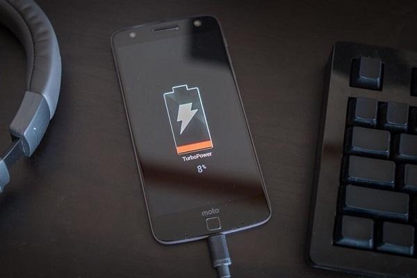 اشتباهاتی که تلفن هوشمند شما را آهسته آهسته نابود می کند