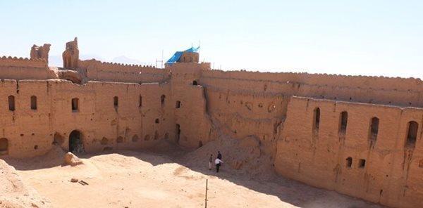 آنالیز فرایند اجرای طرح بازسازی در قلعه ساسانی شاهدیه